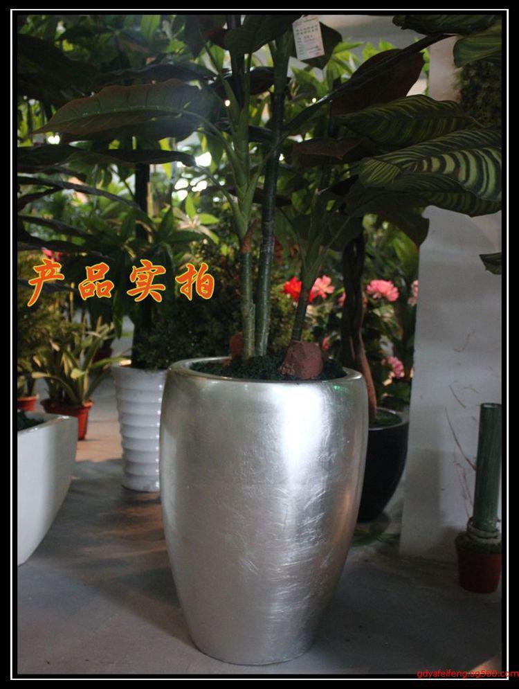 供应小区楼盘摆设大型花盆 树脂欧式摆放花盆厂家批发 玻璃钢花盆 景观花盆 室内花盆 产品:玻璃钢花盆 材质:优质树脂+玻璃纤维+进口胶衣+砂岩等复合而成。 颜色:客户可根据需要选择。 款式:多样模具选择:欧式、中式、室内、室外灯多种类型玻璃钢花盆,也可以根据客户要求定做。 特点:玻璃钢花盆具用可塑性强,强度高、耐腐蚀、抗老化、美观耐用、使用寿命长等优良特性。款式可定做,颜色可多选自由搭配,挑选余地大经济实惠等优点。 适用场所:景区、酒店,别墅,咖啡厅,会所,花店,夜总会,学校,街道,花园小区、各事业单位等