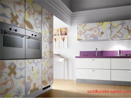 将图案花纹印刷到厨房橱柜门上的万能uv打印机