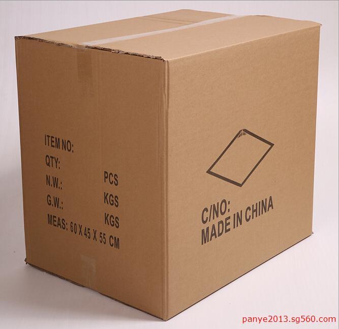 快递包装纸箱批发生产 快递纸箱 首先你要确定纸箱包装的尺寸和你装载物的重量,确定纸箱可以承重,不被压坏,另外,形状一定要根据货物的形状做好,如果是不规则的形状,里面很可能需要做垫板,防止纸箱被压坏。尺寸大小一定要合适,太大了容易压坏,太小了装不进去。至于细微的包装设计可以由纸箱厂帮你做,就算自己是做好了,纸箱厂也要重新出印刷版面的。 1) 包装技术发展历史对包装篥要性的认识迅速提高。首先在出口产品的包装改进方面,大童采用了国 外先进包装技术,一等产品,二等包装,三等价格的局面得到迅速扭转。在国内销售产品