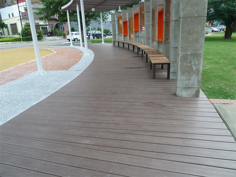 公司简介:广州亚茂塑胶制品有限公司成立于1998年,是台湾资深塑胶企业在中国大陆独资创立的一家集研发设计和生产销售,及拥有进出口贸易权于一体的现代化新型台资公司,产品行销海内外四十多个国家和地区,在业界获得良好的口碑。主营产品有:HIPS环保仿木、TPU松紧带、鞋材、各种塑胶挤出制品等。 近几年因暖化问题,保护森林避免遭到砍伐是人类的集体共识,本企业研发团队以塑胶上的专业,并突破传统塑木、合成木的缺点,成功研发出新一代塑胶仿木,自推出以来即受到世界各地业界的肯定及支持。 公司以高精密设备作生产基础,不断研