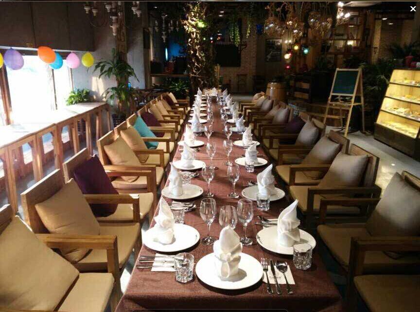 实木桌子 西餐厅实木长桌 实木长桌定制 西餐厅实木桌子 我们是上海振腾木器有限公司,是一家从1998年开始在上海地区从事家具研发,生产,销售的公司,公司主营业务有咖啡厅实木家具,咖啡厅实木长桌,咖啡厅实木桌子,餐厅实木家具,会所家具以及各类公共场所家具,我公司供应咖啡馆实木长桌 上海咖啡厅家具设计,木材销售及各类木制品生产销售。 我公司可以根据客户的需求供应咖啡厅实木长桌 上海咖啡厅实木家具设计,我公司供应星咖啡馆实木桌椅 上海咖啡厅实木家具设计可以按客户的需求进行搭配。 如有需求供应咖啡馆实木长桌 上海
